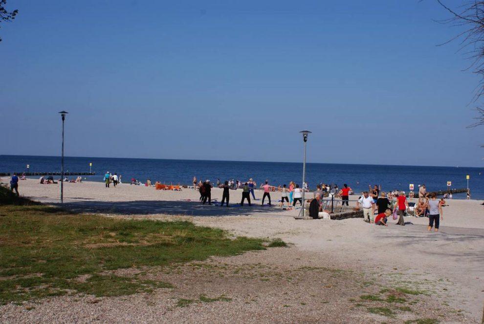 Ćwiczenia na plaży w Kołobrzegu