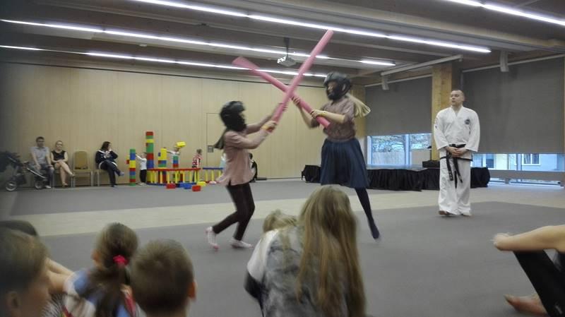 taekwondo w hotelu podczas zajęć dla dzieci