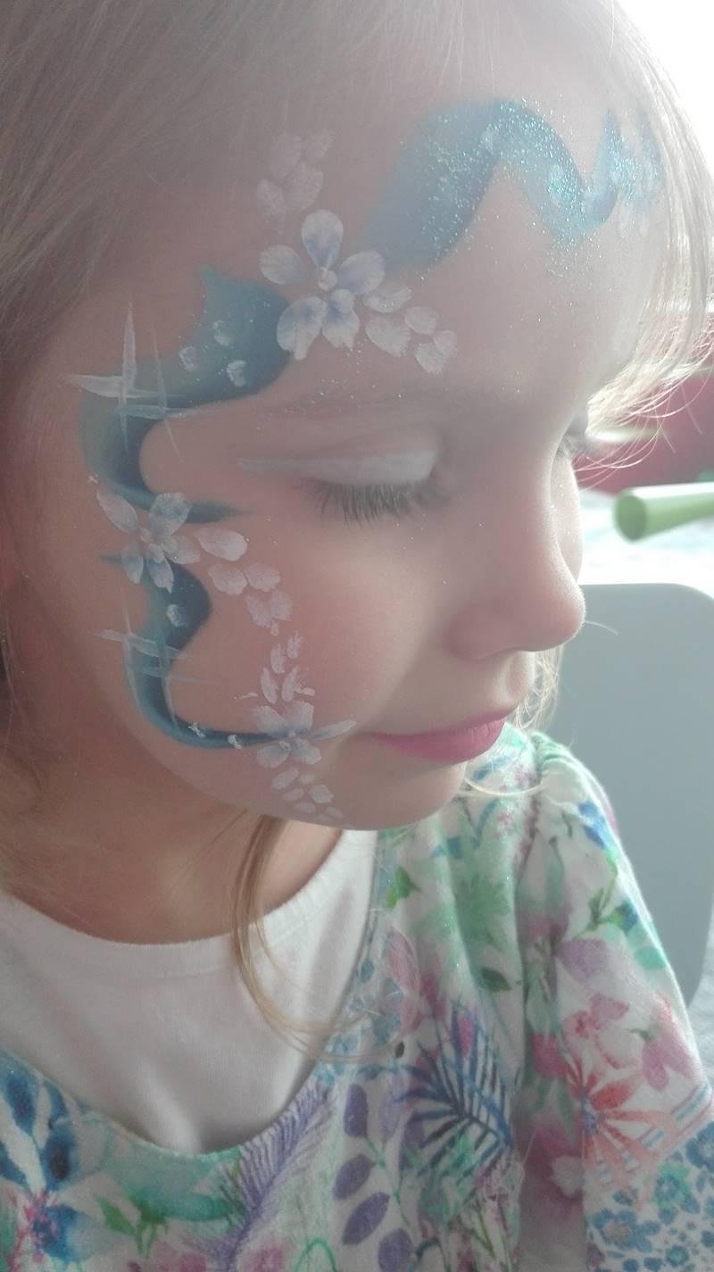 malowanie buzi dziecka - księżniczka