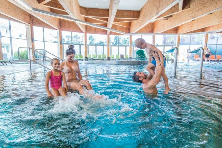 basen rekreacyjny w hotelu