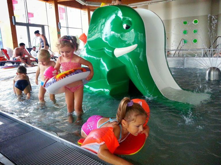 Nauka pływania w hotelu