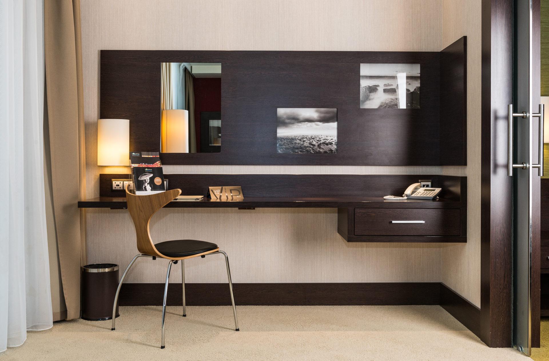biurko w apartamencie
