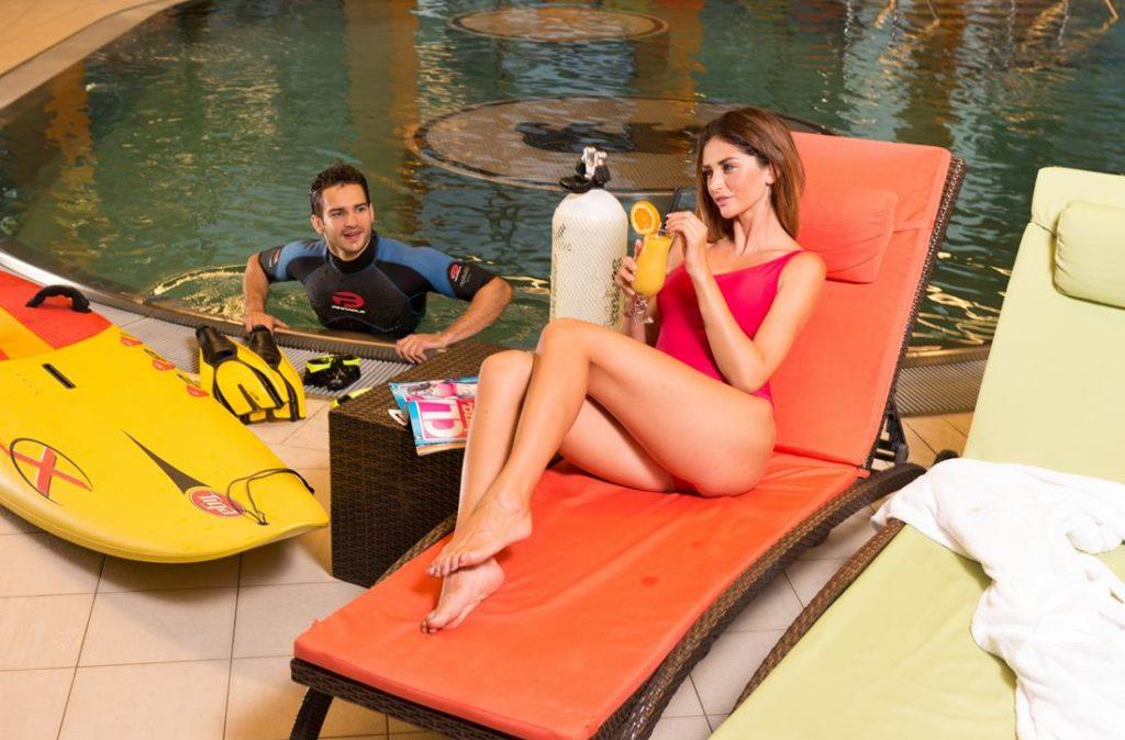 bar na basenie - owocowe napoje