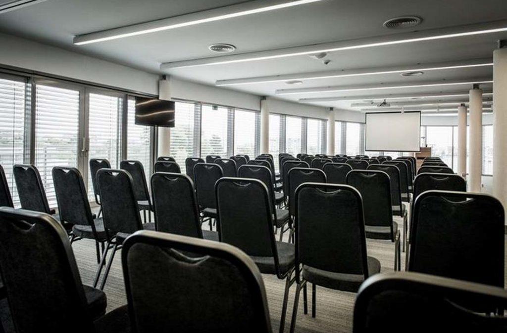 Sala konferencyjna ustawienie teatralne