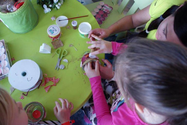 ręczne prace z dziećmi w hotelu AQUARIUS SPA