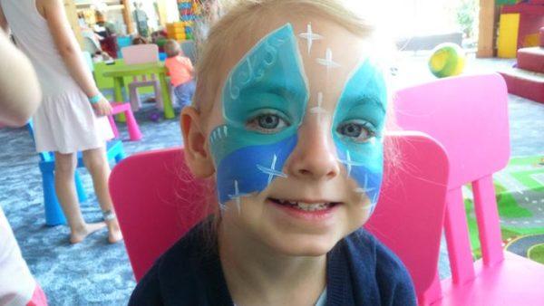 księżniczka namalowana na twarzy