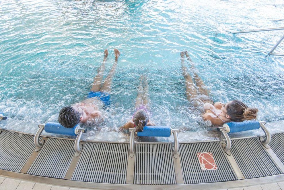 masaż dyszami na basenie
