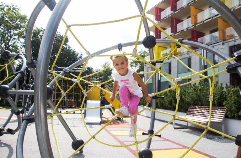 Wspaniały plac zabaw dla dzieci w Kołobrzegu