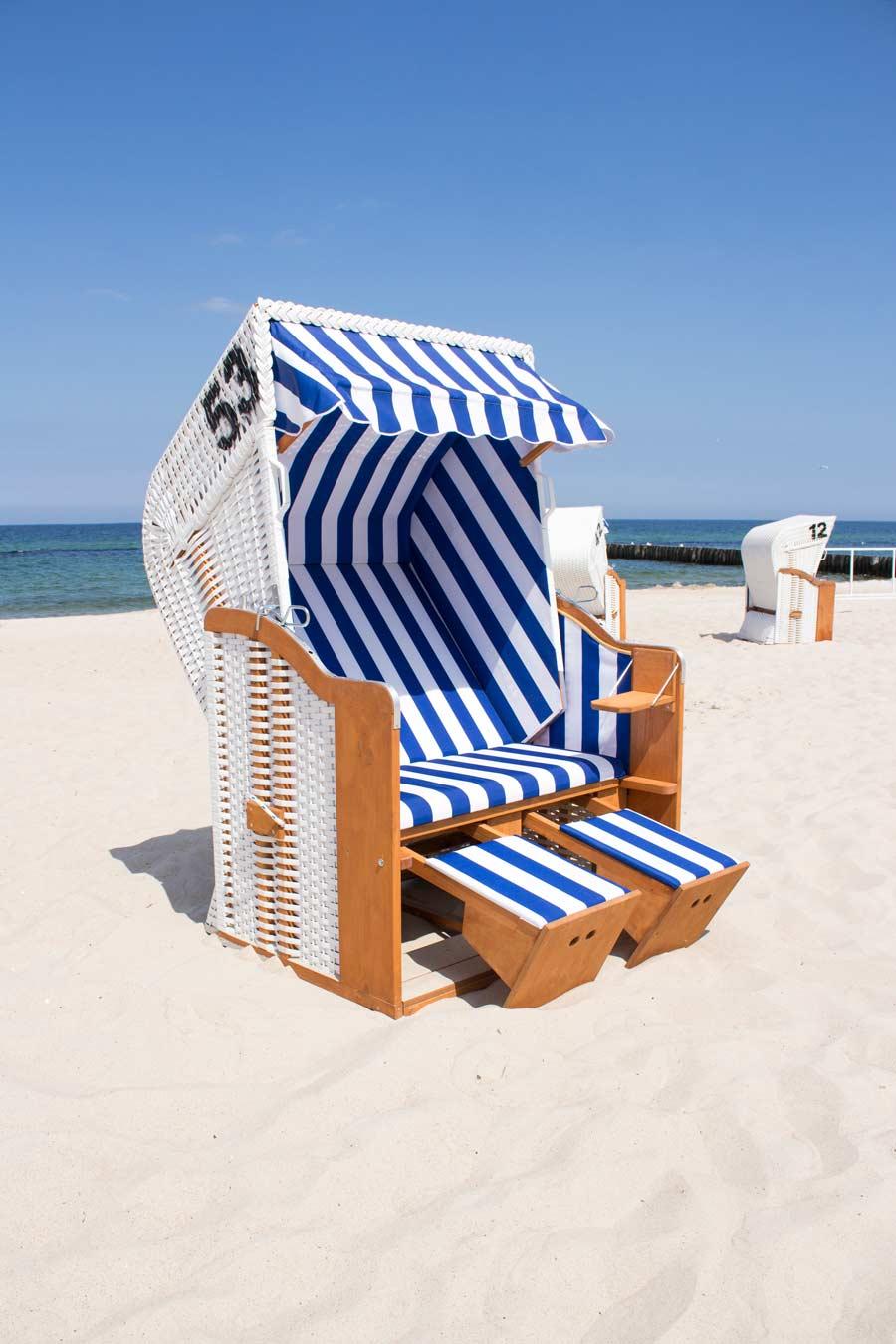 rozłożony kosz plażowy