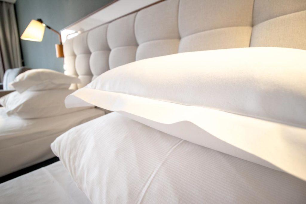 zagłowie i poduszki hotelowe