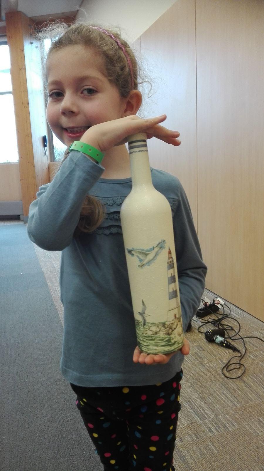ozdobiona butelka podczas ferii