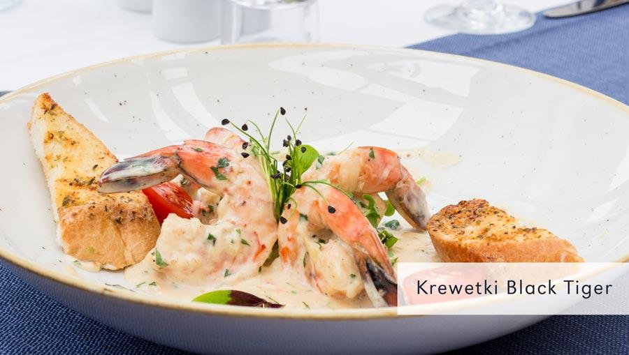 krewetki w restauracji nad morzem