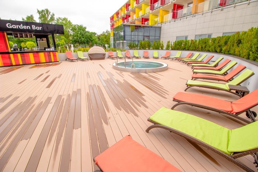 Garden Bar na tarasie basenowym