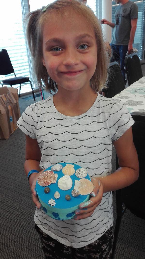 szkatułki z muszelek robione przez dzieci