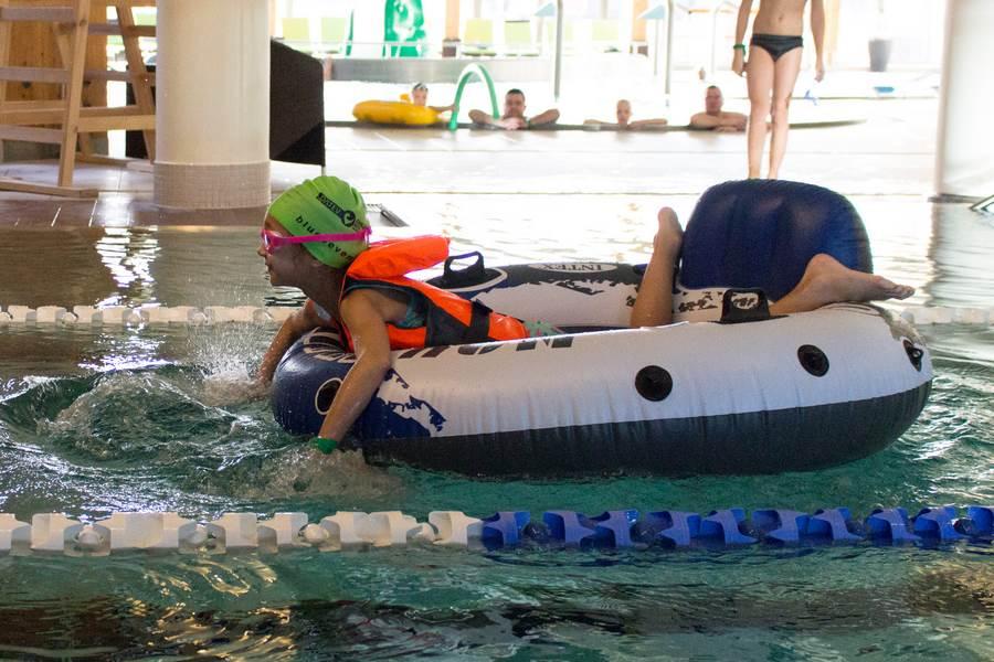 wyścigi na pontonach - animacje dla dzieci podczas urlopu