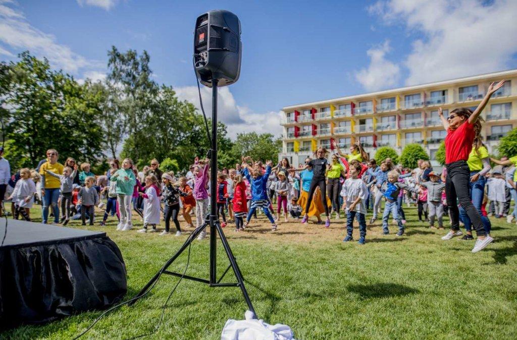 tańczymy z dziećmi i animatorkami w hotelu AQUARIUS SPA