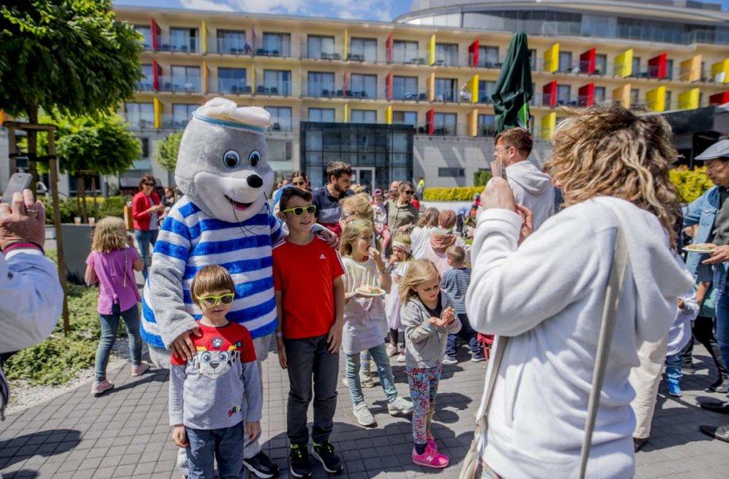 Foka AKUŚ spotyka się z dziećmi w hotelu AQUARIUS SPA