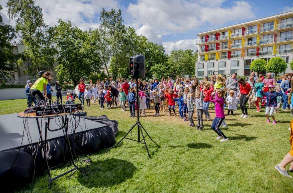 zabawa, tańce i szaleństwa z dziećmi podczas hotelowego eventu