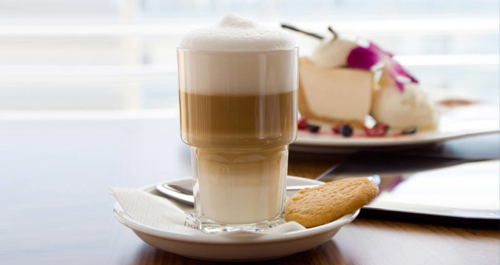 pyszna kawaw Hotelowej Kawiarni Wiatr i Woda