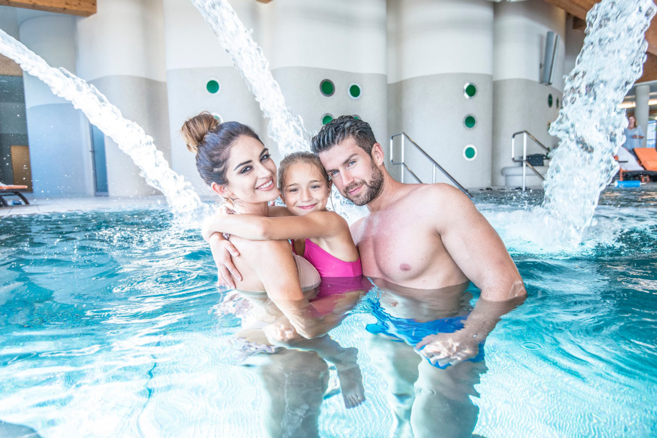 großer Pool im Hotel